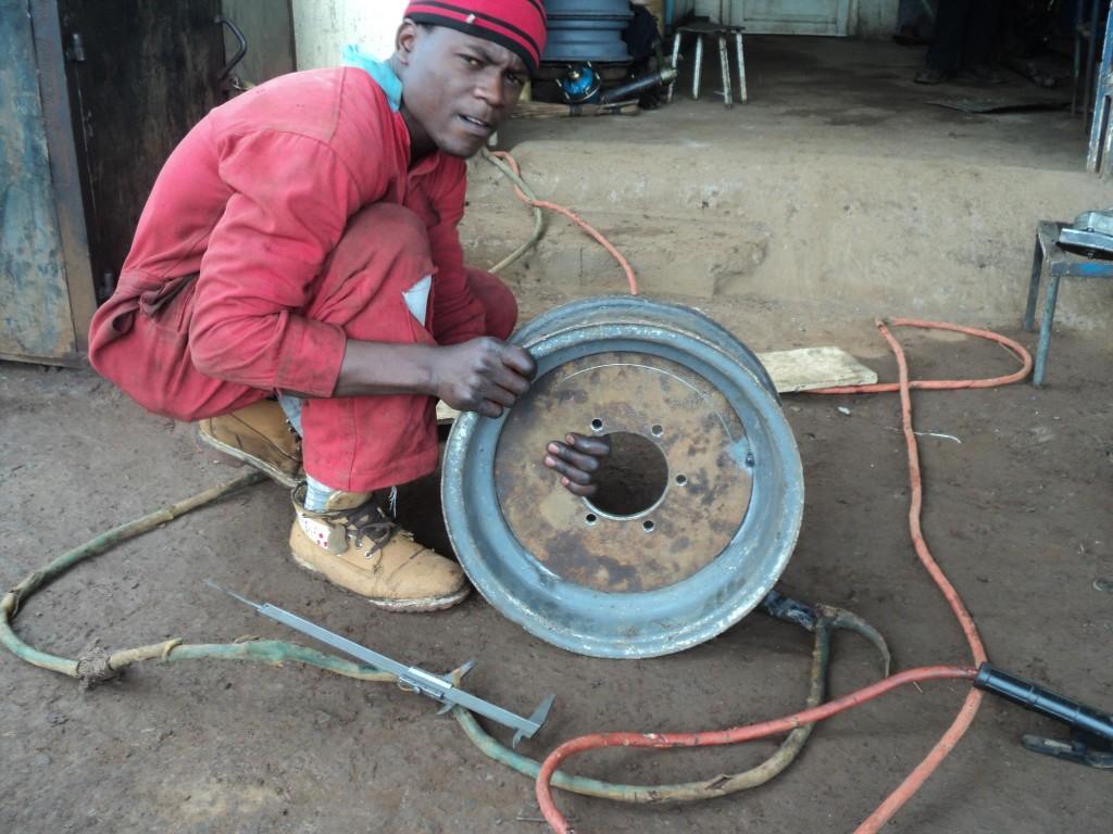 src: https://www.facebook.com/groups/classic.cars.kenya/permalink/375592515878954/